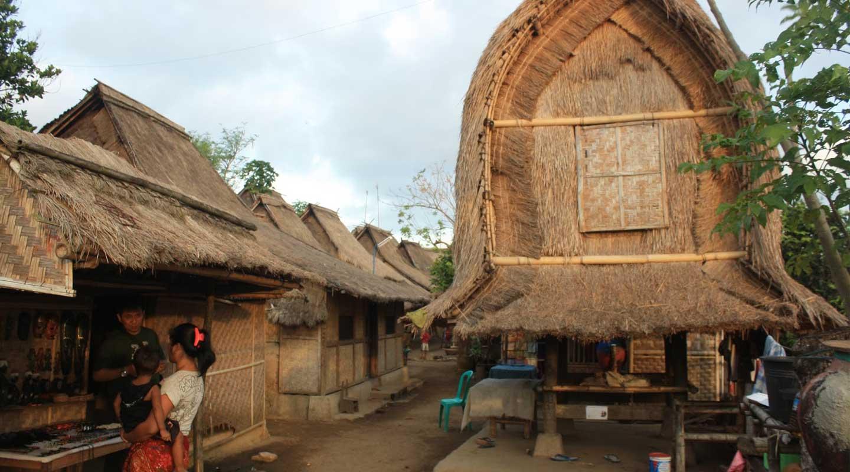 Paket Tour Lombok 4 hari 3 malam - Kampung Sasak
